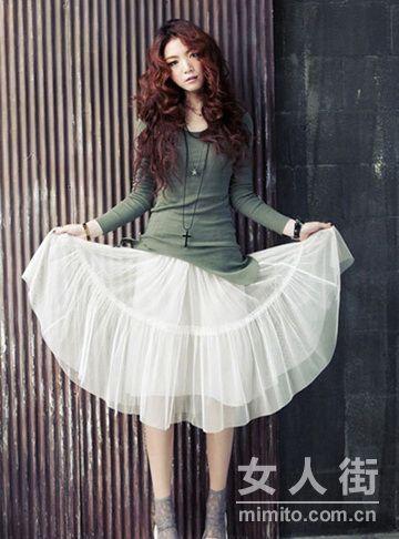 拉长比例显高挑 半身裙春季巧搭配